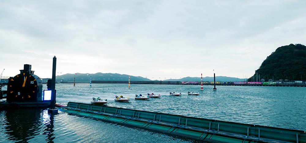 徳山競艇場スタート写真