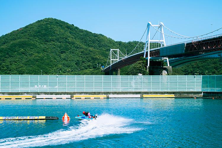 ボートレース鳴門競艇場の1マーク水面写真