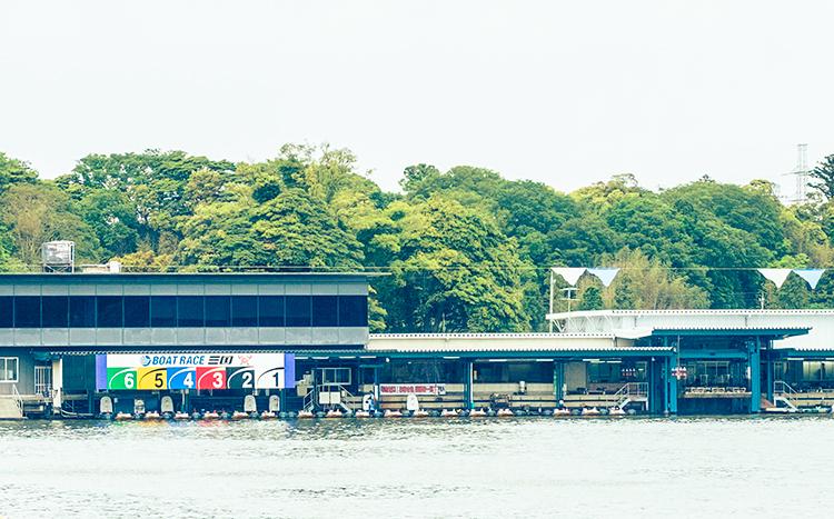 ボートレース三国競艇場-ピット写真